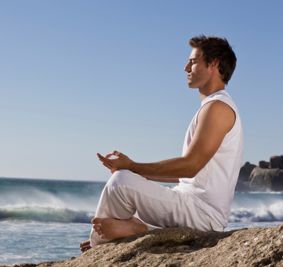 meditating while travelling fitness health zone